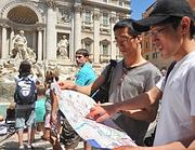 Turisti giapponesi a Fontana di Trevi (Ansa)