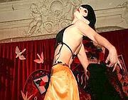 Mademoiselle Katarina sul palco della Accademia del burlesque al Micca Club