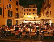 Piazza delle Coppelle ristoranti e tavolini all'aperto (Foto Jpeg)
