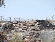 L'amianto friabile stoccato a Pomezia (foto Faraglia)