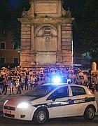 Controlli sulla movida a piazza Trilussa, a Roma (foto Eidon)