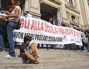 La protesta dei precari davanti al ministero della Pubblica Istruzione (foto Omniroma)