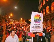 Un momento della fiaccolata contro l'omofobia  (foto Jpeg)