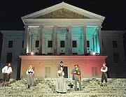 La scena davanti al Casino Nobile di Villa Torlonia