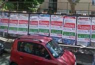 Manifesti annunciano un comizio di Fassino (da Google Street View)