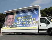 IL camion di Radici a san Giovanni (Omniroma)