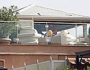 Operai del Comune cominciano la demolizione (Ansa)