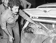 Il ritrovamento, nel 1975, del corpo di Rosaria Lopez, uccisa nel massacro del Circeo (Ansa)