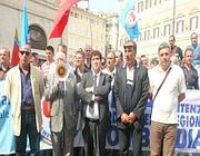 Agenti di polizia penitenziaria nella manifestazione davanti a Montecitorio del 22 settembre