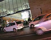 Taxi davanti alla galleria gommata di Termini