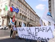 Manifestaione dell'Idv davanti Palazzo Chigi nello scorso settembre (Fotogramma)