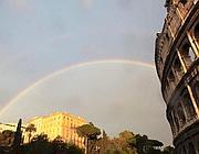 L'arcobaleno comparso nel cielo di Roma dopo la tromba d'aria (Ansa)