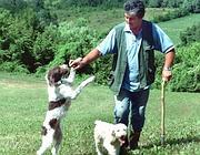 Un cavatore con i suoi cani  (Fotogramma)
