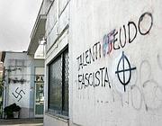 Scritte sul muro vicino al circolo (Eidon)