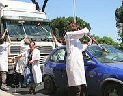 Precari e ricercatori dell'Ispra ai semafori nel maggio 2009