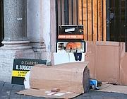 Senzatetto dormono davanti alla chiesa di Santa Maria in Trastevere (Eidon)