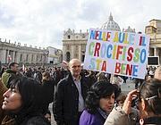 Alcuni partecipanti alla marcia per il crocefisso (Ansa)