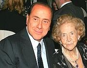 Silvio Berlusconi con la mamma Rosa (Ansa)