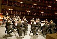 Strumentisti delle grandi orchestre insieme nella Serenata per l'Europa