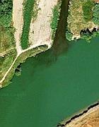 Le acque inquinate del Rio Galeria, che passa a Malagrotta, nel punto in cui affluiscono al Tevere