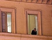 Le finestre della sala verde di Palazzo Chigi occupata (Jpeg)