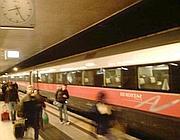 Il Frecciarossa 9631 arrivato con oltre 20 minuti di ritardo (a sin in alto l'orologio sulle 20.26)