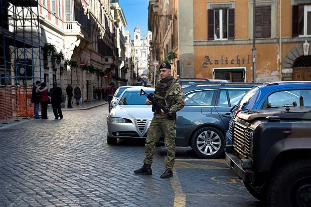 Feste sicure - sono oltre 800 i granatieri dell' esercito italiano che