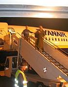 Passeggeri sbarcano da un volo Ryanair a Ciampino