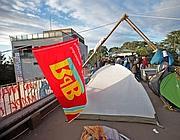 Le tende dei precari sul tetto dell'Ispra (Eidon)