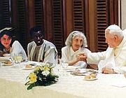 Il pranzo con i poveri di papa Wojtyla nel 2000