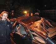 Il proprietario dell'auto schiacciata da un pino sull'Anagnina  (Ansa)