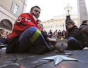 Sit-in in attesa del vertice di Palazzo Chigi (Reuters)