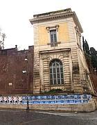 Largo Magnanapoli, fila di poster abusivi