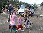 Una delle ultime tre famiglie abbandona Casilino 900 (foto Proto)