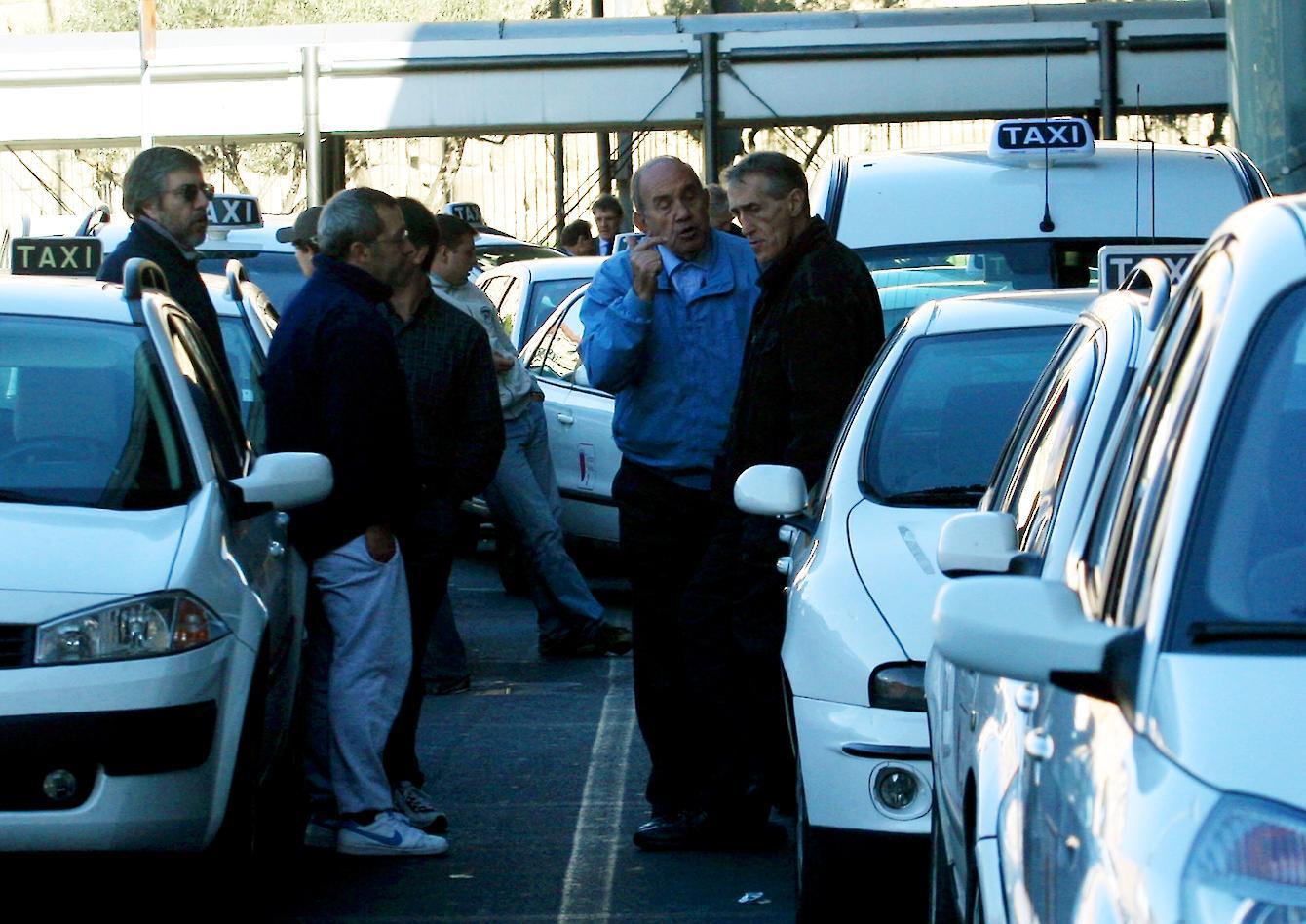 Taxi in coda all'aeroporto di Ciampino (Jpeg)