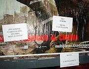 Affissioni di condanna sui manifesti abusivi