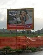 Una cartellone 4x3 abusivo nell'area protetta di Veio