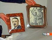 Foto di Hitler e Mussolini ritrovate nella casa di Mokbel (da un'immagine del Tg5)