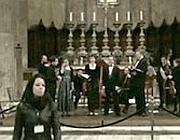 Un fotogramma dal video  su YouTube: la custode se ne va dopo aver interrotto il concerto al Pantheon