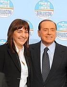 Renata Polverini con il premier nella conferenza stampa del Pdl di mercoledì mattina (Ansa)