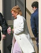 La sposa Donatella Papi arriva nel carcere di Velletri (Ansa)
