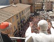 Il Papa si affaccia sulla piazza di Castelgandolfo (Ap)