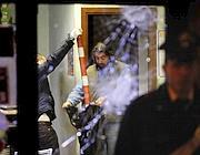 Rilievi dei carabinieri nel locale: sullo sfondo un paletto usato per il raid (foto Ansa)
