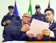 Il comandante dell'VIII Gruppo dei vigili urbani Antonio Di Maggio  (a sinistra) e il capo dei vigili urbani Angelo Giuliani (Ansa)