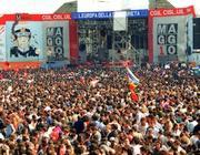 La densità della folla del 1° maggio al Concerto in San Giovanni (foto Ansa)