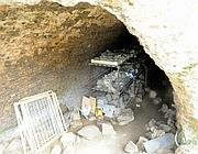 Le cassette di reperti visibili dalla voragine apertasi nel soffitto della Domus Aurea (Ansa)