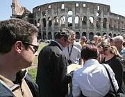 Controlli della polizia provinciale tra le guide al Colosseo (foto Jpeg)