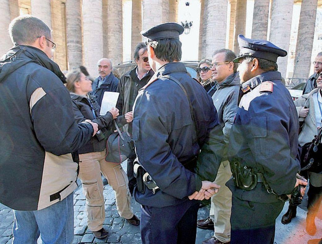 Controlli di polizia tra i procacciatori a S.Pietro