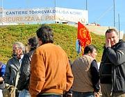 Gli operai in sciopero (Ansa)