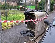 Cassone in eternit abbandonato fuori da una scuola nel XII Municipio